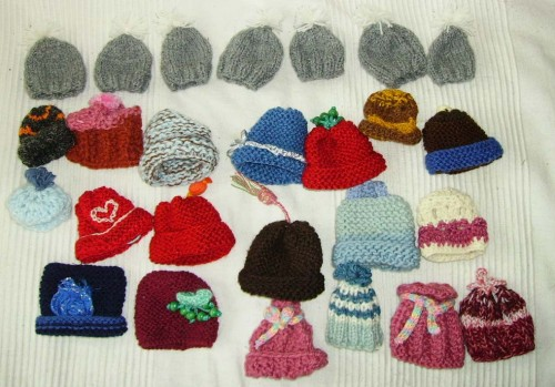 solidarité, mets ton bonnet, petits, freres, pauvres, innocent, jus , fruit, bonnet, tricot, crochet, association, caritative,