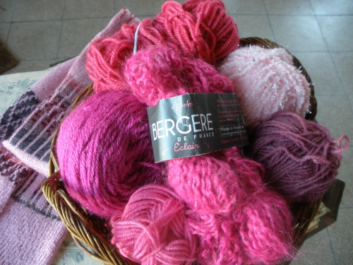 octobre rose, cancer, sein, vaincre, solidarité, prevention, defi, tricot, carre, rose, curie, sophie thalmann